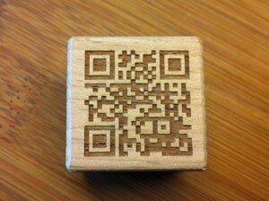 media/image/QR-Codes_auf_Holzwuerfel04.jpg